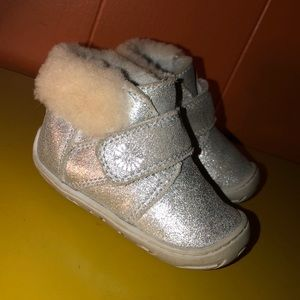 UGG Jorgen Silver Sheepskin Booties Toddler Girl 4